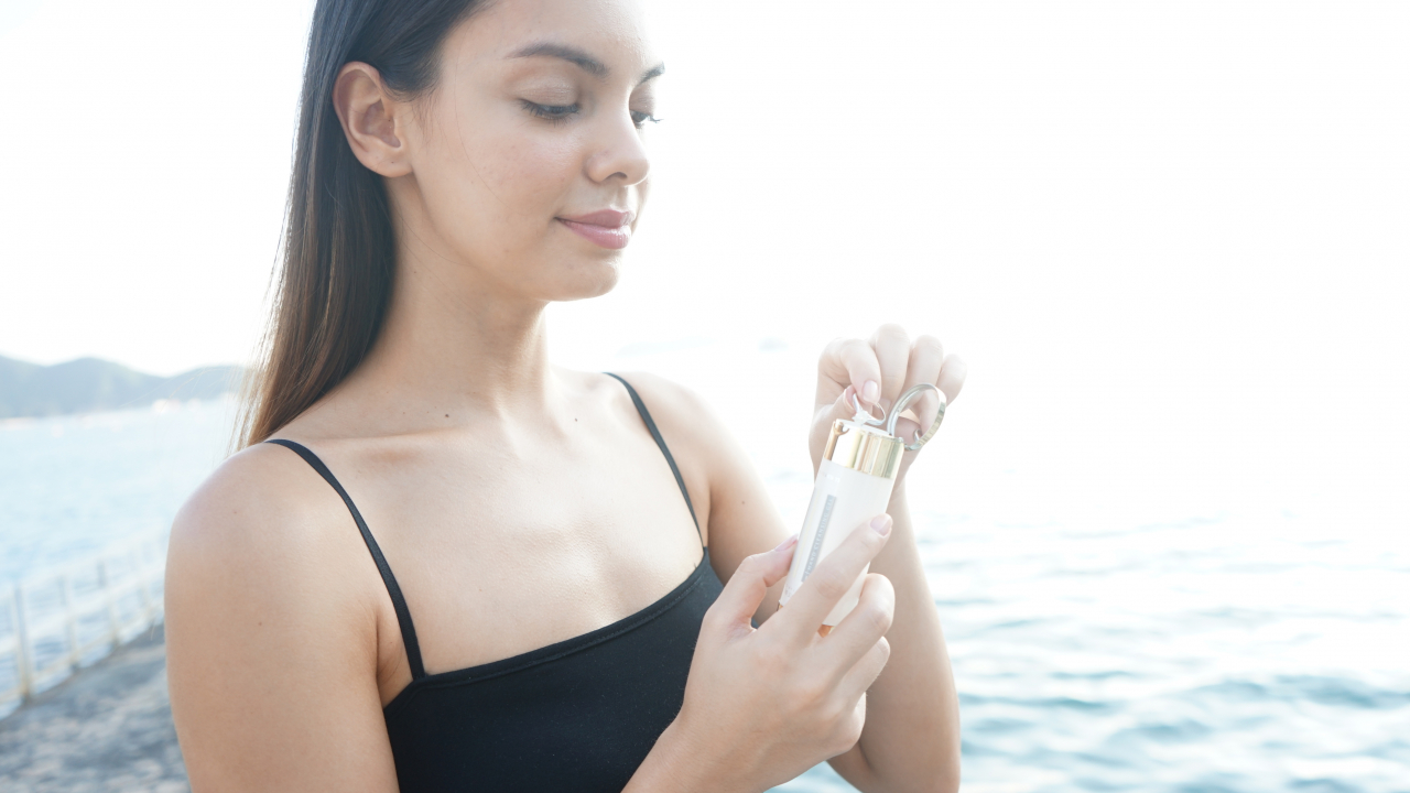 Hand Sanitiser Gel and Moisturiser In One Bottle